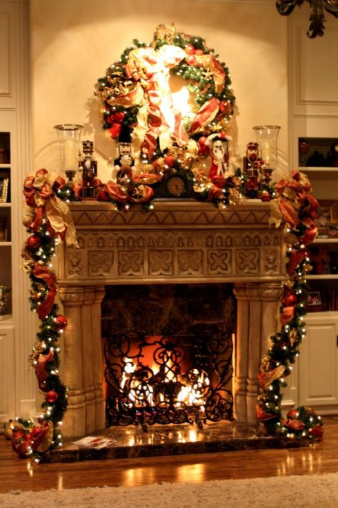 astonishing-Fireplace-Mantel-Christmas-Decorating