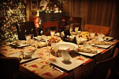christmas-dinner-table-1600x1067-tales-of-the-elsmo-four-christmas-in-the-op-urumix.com