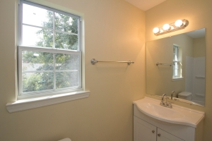 2nd bath, upstairs